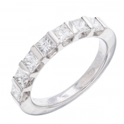 Demi-alliance diamants taille princesse 1,30 carat en or blanc