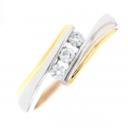 Bague trilogie de diamants 0.15 carat en or bicolore