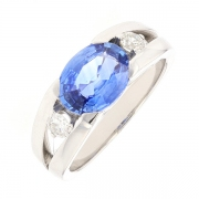 Bague saphir 2.50 carats et diamants 0.22 carat en or blanc