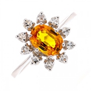 Bague marguerite saphir jaune 0.82 carat et diamants 0.30 carat en or blanc