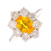 Bague marguerite saphir jaune 1.42 carat et diamants 1.30 carat en or blanc