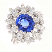 Bague marguerite saphir 2.50 carats et diamants 2 carats en or blanc