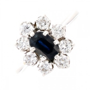 Bague marguerite saphir 0.67 carat et diamants 0.64 carat en or blanc