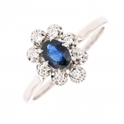 Bague marguerite saphir 0.40 carat et diamants en or blanc