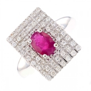 Bague rectangulaire pavage diamants 0.24 carat et rubis 0.70 carat en or blanc