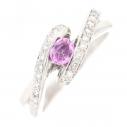 Bague entrelacs saphir rose 0.30 carat et diamants 0.20 carat en or blanc
