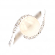 Bague perle et diamants 0.18 carat en or blanc