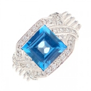 Bague diamants 0.40 carat et topaze 3.67 carats en or blanc