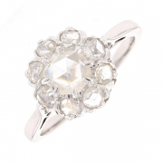 Bague fleur diamants en or blanc