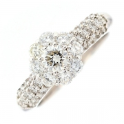 Bague fleur diamants 1.45 carat en or blanc