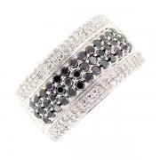 Bague diamants blancs 0.44 carat et diamants noirs 0.60 carat en or blanc