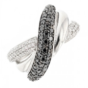 Bague entrelacs diamants blancs 0.37 carat et diamants noirs 0.57 carat en or blanc