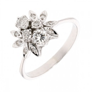 Bague florale diamants 0,42 carat en or blanc