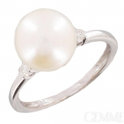 Bague perle de culture blanche et diamants en or blanc