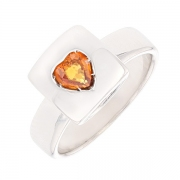 Bague carrée et coeur saphir orange en or blanc