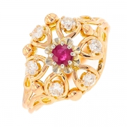 Bague florale vintage rubis 0.32 carat et diamants 0.30 carat en or jaune