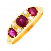 Bague rubis et roses de diamants en or jaune
