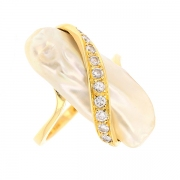 Bague perle baroque et diamants 0.30 carat en or jaune