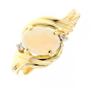 Bague opale 0.43 carat et diamants en or jaune