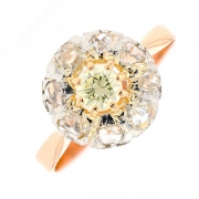 Bague marguerite ancienne diamants et roses de diamants en or jaune et platine