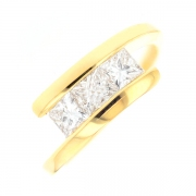 Bague trilogie de diamants 0.90 carat en or jaune