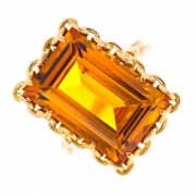 Bague rectangulaire citrine 10.40 carats en or jaune