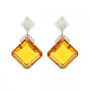Boucles d'oreilles citrines 23.38 carats et diamants 0.08 carat en or blanc
