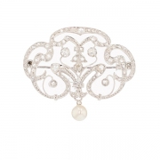 Broche ancienne diamants et perle en or blanc