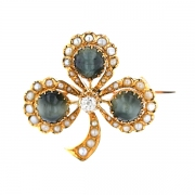 Broche trèfle diamants 0.16 carat, oeil de faucon et perles en or jaune