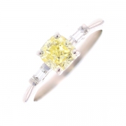 Solitaire diamants 1.16 carat certifié Fancy Yellow Very Light/VVS2 en or blanc