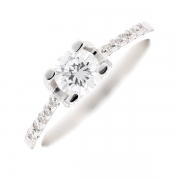 Solitaire accompagné diamants 0.60 carat en or blanc